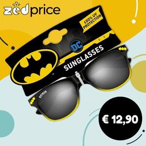 😎 Occhiale da sole da bambino con lenti certificate. Materiale montatura: metallo e plastica. Brand: Batman Lenti certificate Protezione UV 100% Conforme allo standard EN ISO 12312-1:2013 Classificazione: Impiego generico Categoria filtro: Cat 3 - Elevata protezione dai riflessi del sole Trasmissione: 8-18% #occhialidasole #batman #dcuniverse #supereroi #lenticertificate #sunglasses #occhialidasolebambino #occhialidasolebambini #zedprice #shopping #ecommerce #shoppingitalia
